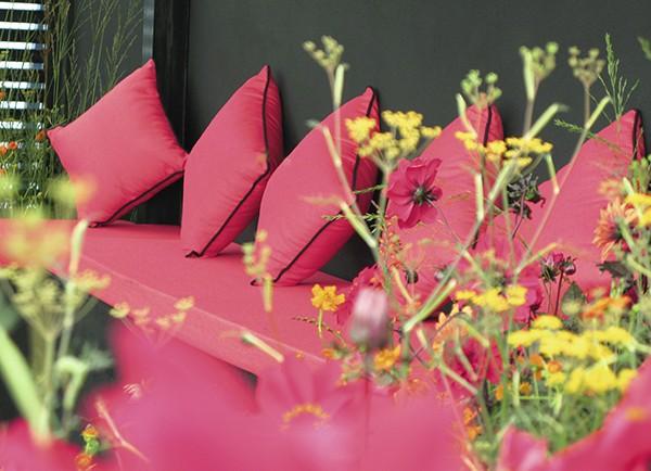 extex Garden show seating - Haze Strawberry